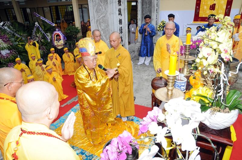 Thỉnh Linh mô cố HT. Thích Quang Đạo tham Phật, yết Tổ