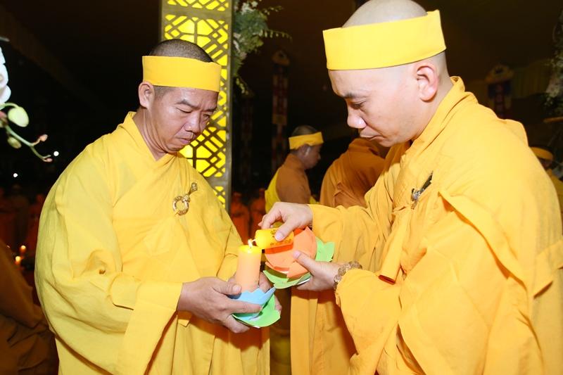 Đêm thắp nến tri ân 'nghe lời di huẩn' của cố HT. Thích Quang Đạo