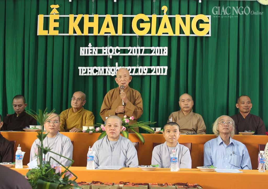 Trung tâm dịch thuật Huệ Quang khai giảng năm học mới