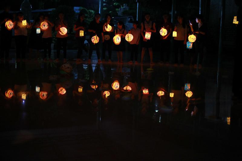 CLB Linh Sơn Thiện Nguyện tặng khuyến học mùa trung thu