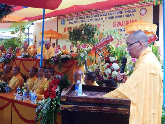 Trường TCPH Bình Thuận làm lễ tốt nghiệp, khai giảng