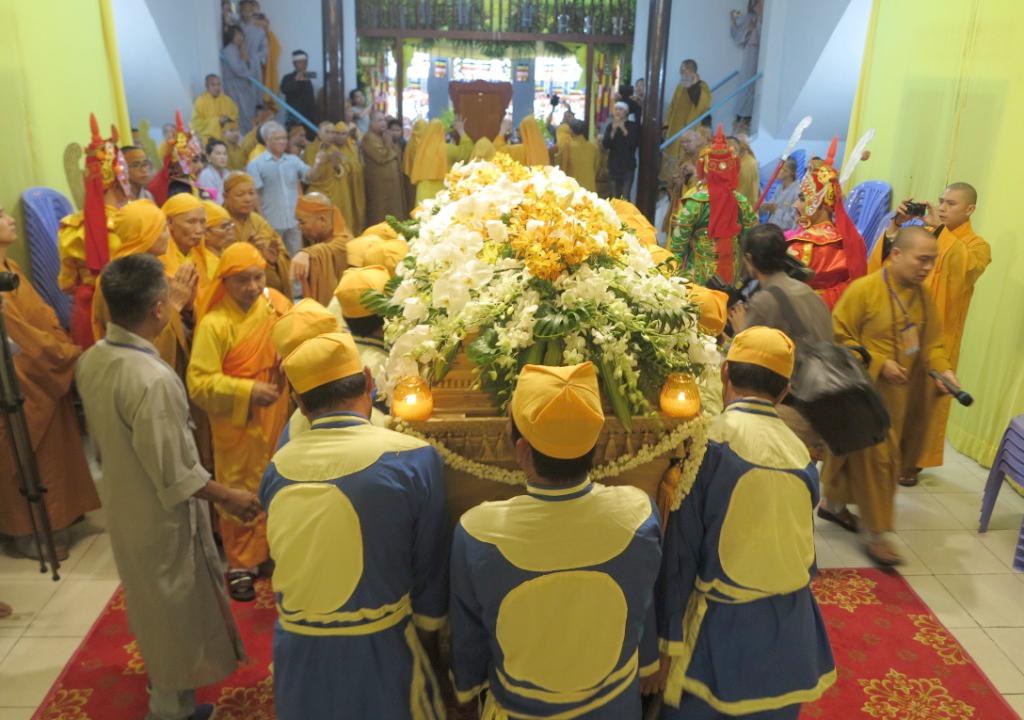 Lễ cung tống kim quan cố HT Thích Trí Tâm nhập Bảo tháp Huệ Minh