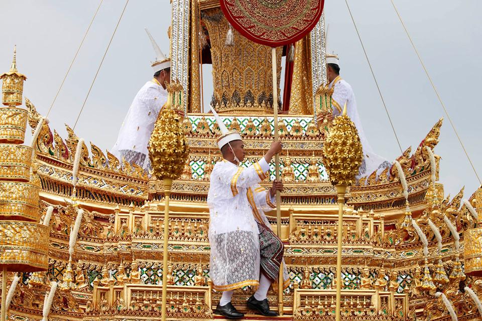 Thái Lan: Linh cữu Vua Bhumibol được đưa đến đài hỏa táng dát vàng