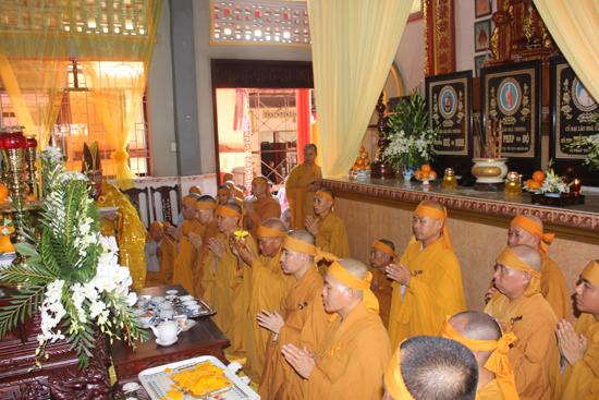 Lễ khai kinh bạch Phật, thỉnh linh an vị và thọ tang