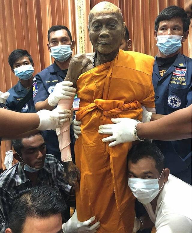 Thái Lan: Nhà sư 92 tuổi viên tịch sau 2 tháng vẫn còn nguyên vẹn