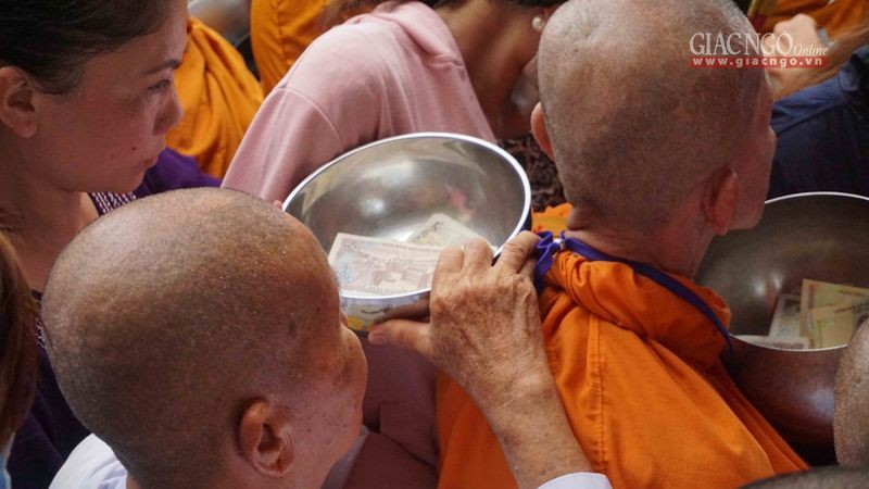Sài Gòn: 100 đối tượng giả sư náo loạn cửa chùa Candarasi