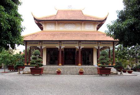 Chánh điện Thiền viện Huệ Chiếu