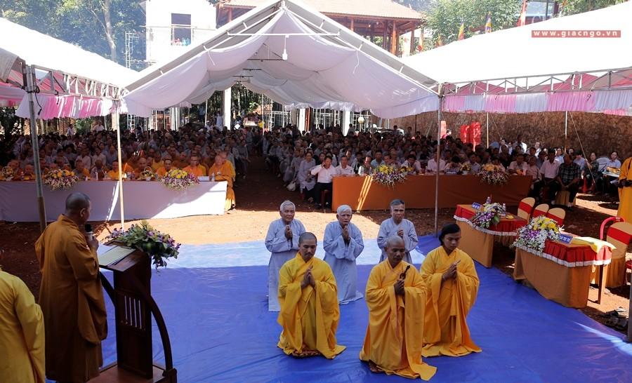 ĐĐ.Thích Linh Viên nhận quyết định trụ trì chùa Long Phước