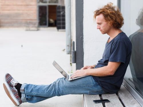 Chỉ mất vài phút thao tác trên máy tính hoặc điện thoại là có thể mở tài khoản tiết kiệm tự động.