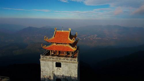 Kiến trúc chùa Việt trên nóc nhà Đông Dương
