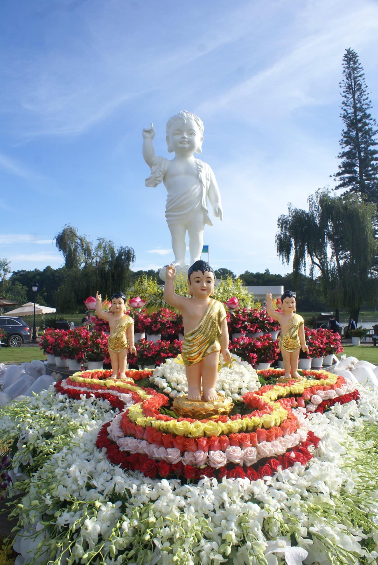 Đại lễ Phật đản Vesak Phật lịch 2563 tại TP.Đà Lạt trên hồ Xuân Hương.