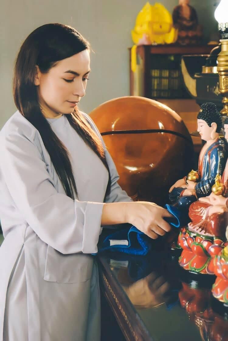 Phật tử Phi Nhung qua đời để lại đàn con thơ dại