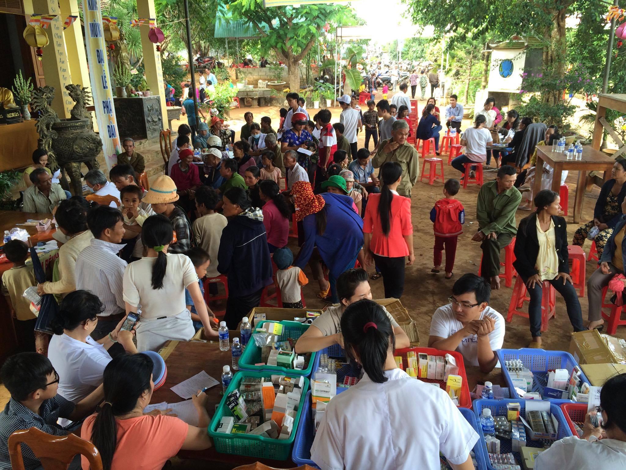 Hơn 1.000 bệnh nhân về chùa Phước Điền khám bệnh