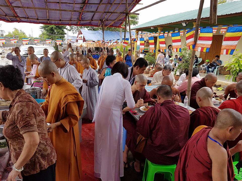 Myanmar: Lễ dâng y, nhập hạ đầu tiên chùa Đại Phước xứ chùa Vàng