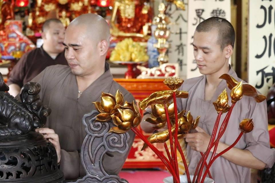 Nét đẹp giờ chấp tác của Tăng Ni sinh Trường TCPH Hà Nội