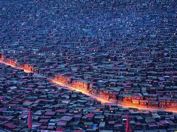 Trung Quốc phá hủy Học viện Phật giáo Tây Tạng lớn nhất thế giới