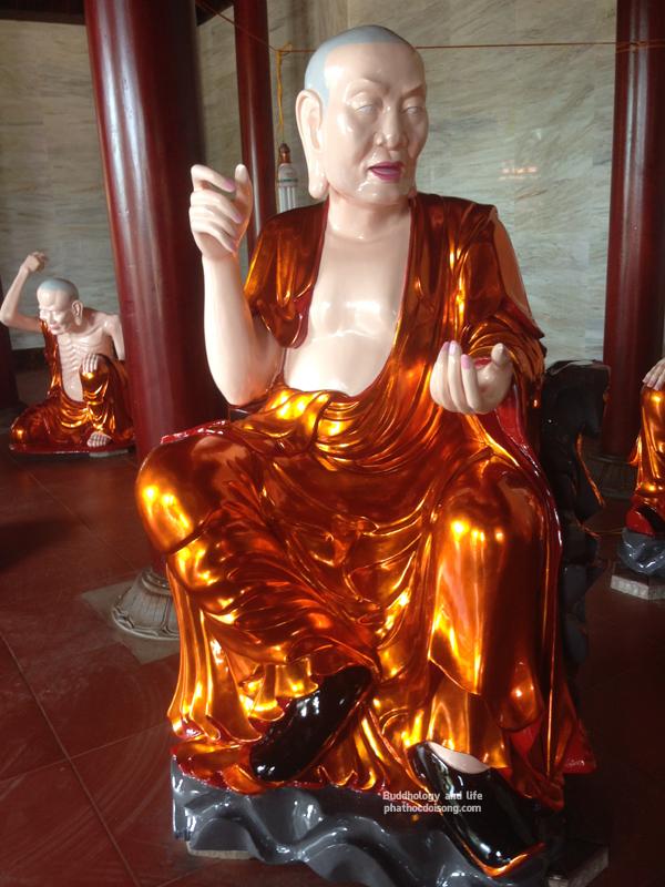 18 vị La Hán gõ đỏ chùa Mãn Nguyệt - Hà Tĩnh
