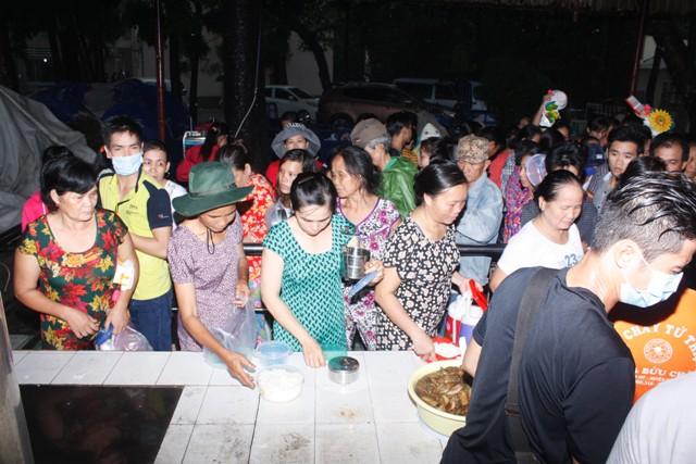Sài Gòn: Chùa Bửu Châu chăm lo trung thu cho trẻ em