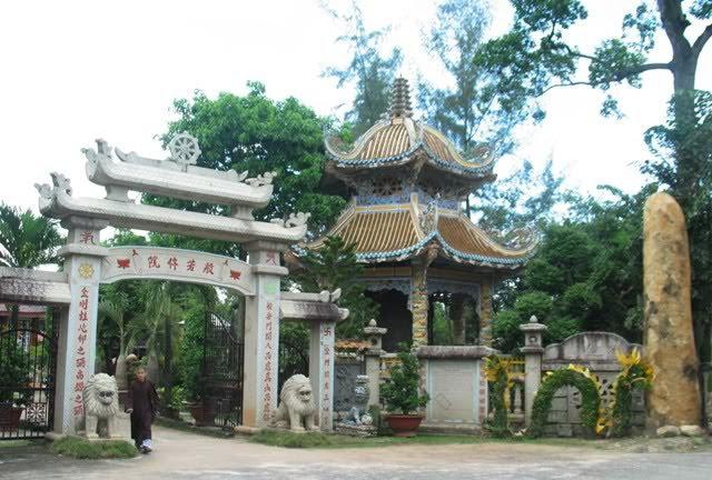 HT Thích Minh Hiển viện chủ Tu viện Bát Nhã