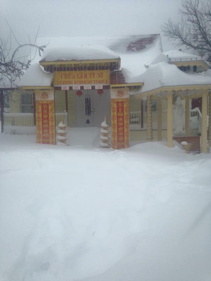 Cổng Chùa Lâm Tỳ Ni trong mờ ảo