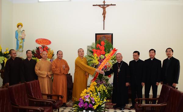 Giáo hội Phật giáo VN chúc mừng Giáng sinh tại Tòa Giám mục Hà Nội