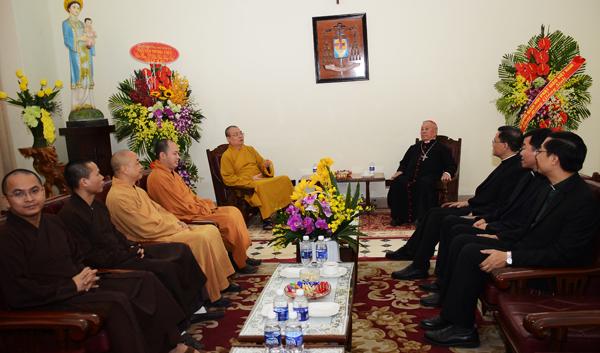HT.Thích Thanh Nhiễu làm trưởng đoàn cũng đã tới chúc mừng Giáng sinh Hội thánh Tin lành Việt Nam