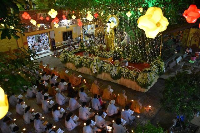 Sài Gòn: Tịnh xá Lộc Uyển vía Phật A Di Đà