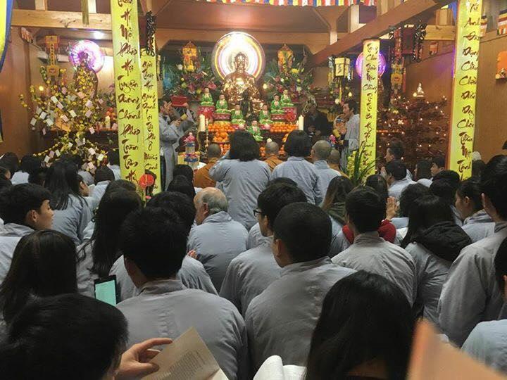 Lễ đón giao thừa 2017 tại chùa Hòa Lạc