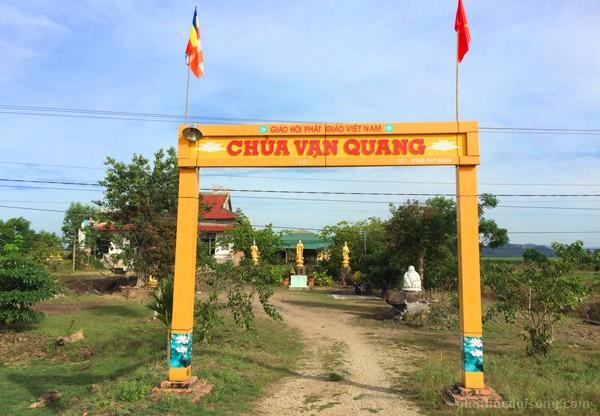 Chùa Vạn Quang dẫn vào huyện Cát Tiên