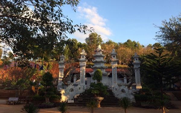 Bảo tháp cố Hòa thượng Thích Thông Tịnh vị thầy khai sơn chùa Hoa Khai
