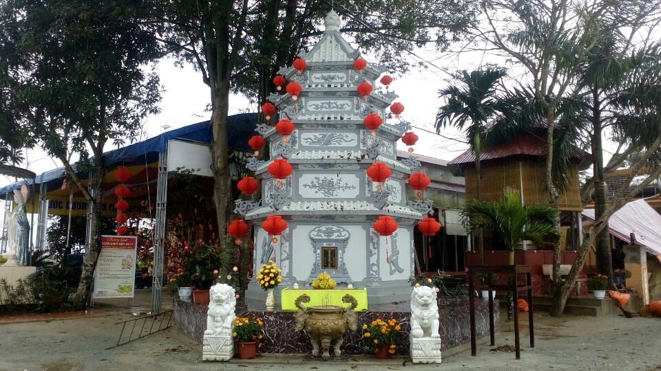 Tháp tổ khai sơn chùa Long Hoa. Ảnh: Diệu Ngọc