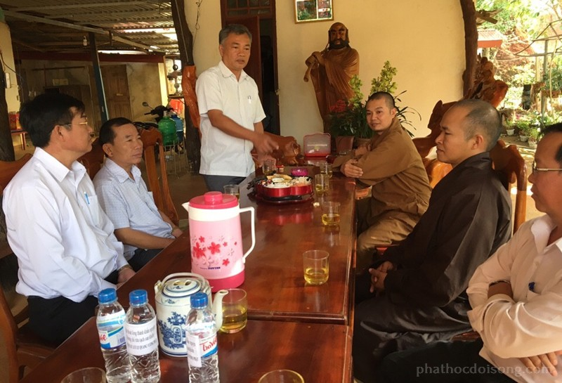 Đồng chí Nguyễn Văn Viện, Bí thư huyện Đăk R'lấp phát biểu chúc mừng BTS đầu năm
