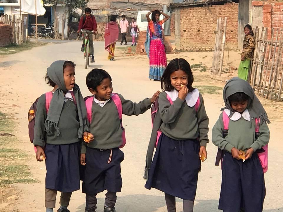 Ân Độ: 500 học sinh niệm Phật trước khi vào lớp học tại Vaishali