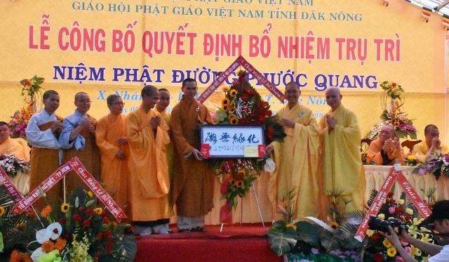 Tăng Ni khoa triết khóa 8 học viện PG Việt Nam tại TP.HCM chúc mừng