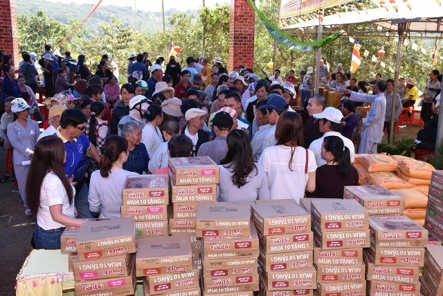 Hội từ thiện Chú Tiểu phát quà tại Đăk Nông