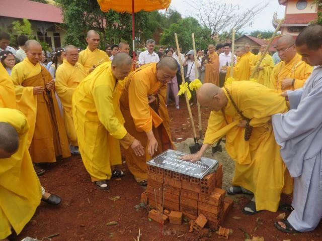 Đặt đá xây dựng văn phòng Ban trị sự PG huyện Đăk R'lấp