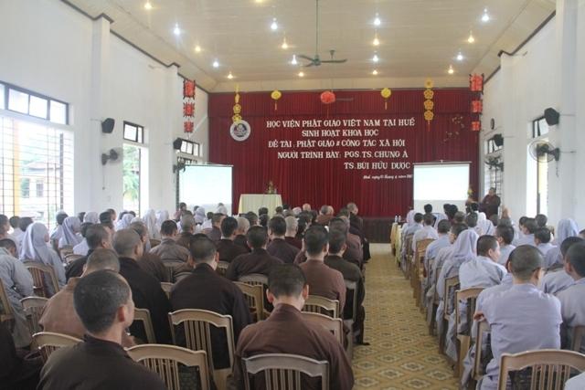 Huế: Sinh hoạt khoa học đề tài 'Phật giáo và công tác xã hội'