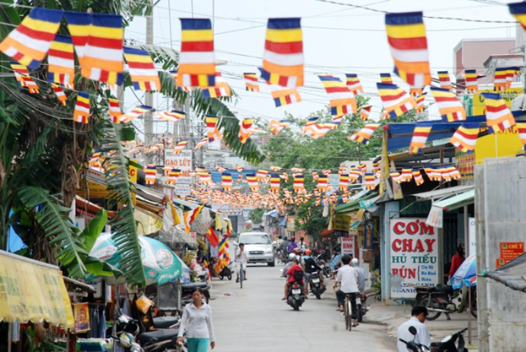 Xã Bà Điểm ra thông cáo không được treo cờ, phướn, băng rôn mùa Phật đản ngoài khuôn viên chùa viện