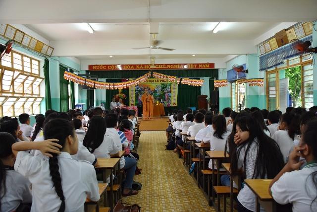Sài Gòn: Học sinh lớp học CLB Thiện Duyên mừng lễ tắm Phật