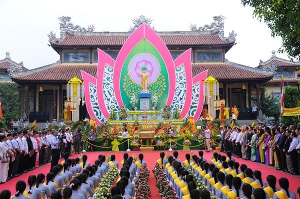 Huế: Lễ Phật đản chính thức tại chùa Từ Đàm PL: 2561