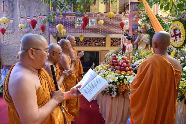 Sài Gòn: Tịnh xá Lộc Uyển hân hoan đón mừng Phật đản