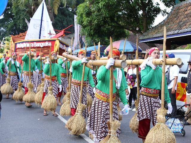 Cảnh rước Phật tại Indonesia xem cho đã con mắt
