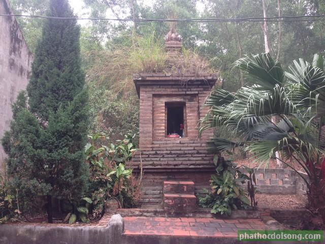 Tháp thờ ôngTrần Đình Miên vị khai sáng chùa Minh Lương